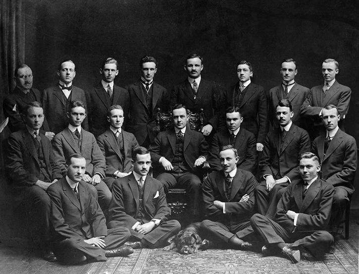 Jurister, av något slag, från Canada. Föreningen Phi Delta Phi fotograferade 1914 på Osgoode Inn